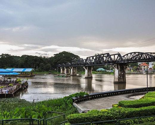 Puente sobre el río kwai en Tailandia