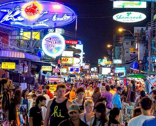 Calles con lucecitas en Bangkok que vienen bien para tomarse un refresco