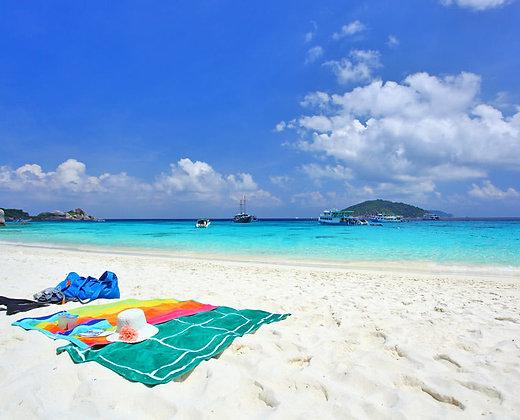 Relájate en las arenas blancas de Raya Yai