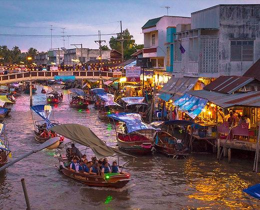 El mercado flotante es un lugar que no os lo podéis perder si queréis ver lo más tradicional de Bangkok
