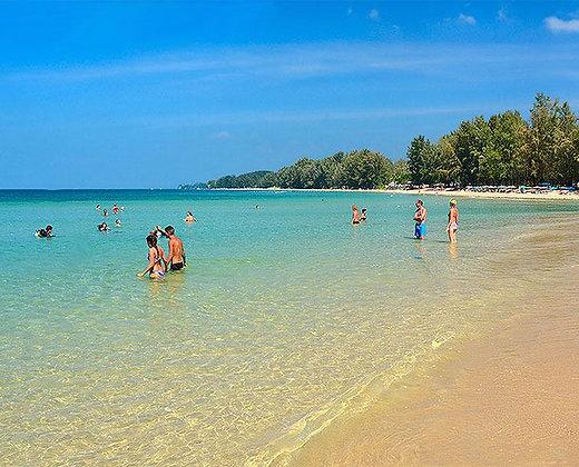 Relajarse en la playa de koh mook