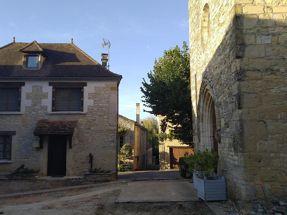 maison et église en pierre