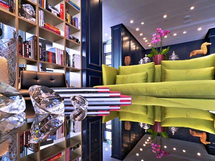 לישון עם יהלומים: מלון מפתיע בין גורדי השחקים