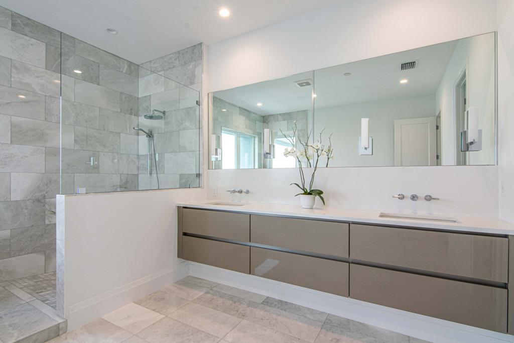 28-master bath.jpg