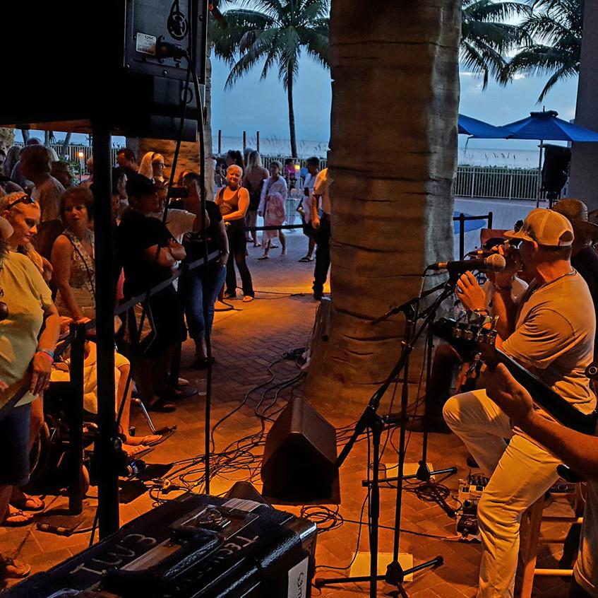 Island Hopper-Pink Shell Band