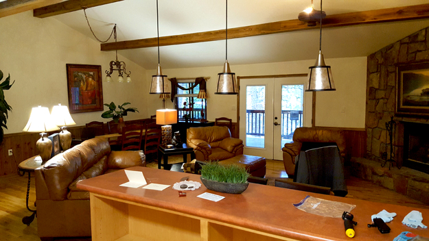 Outdoors rambler - Mountain Harbor Resorts cabins have great rooms with plenty of lounging space