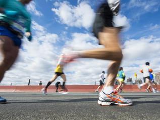 """ใกล้ตัวกว่าที่คุณคิด...อาการบาดเจ็บที่นักวิ่งต้องระวัง! """" อาการปวดเข่าทางด้านนอก (ITBS-Iliotibial Ba"""