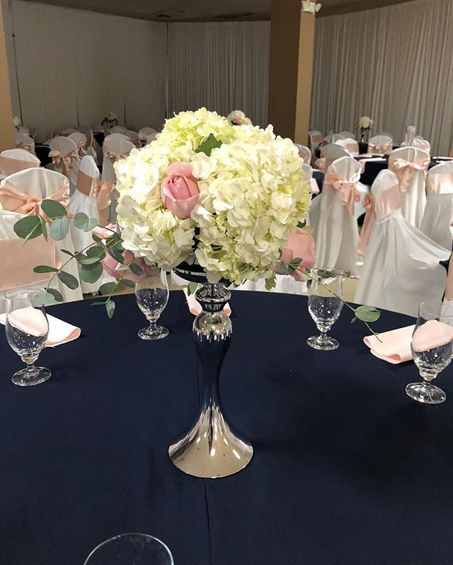 How beautiful is this floral centerpiece
