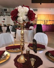 #burgundy and white, so elegant.jpg