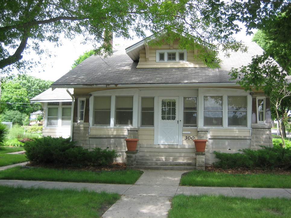 300 5th St., Sac City, home of Wooster Beach and Emeretta Augusta Marsh Wayt. Built in the early 1920s.