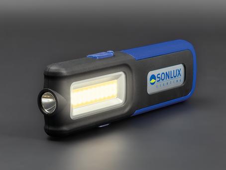 La nueva linterna LED ACHILLES MC MAXI, robusta, compacta y ligera