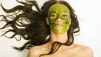Masaue d'algues rejenerant suivi d'un serum anti-age