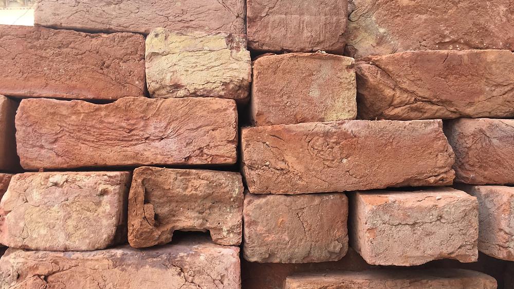 Red clay bricks as found in Shekhawati today.