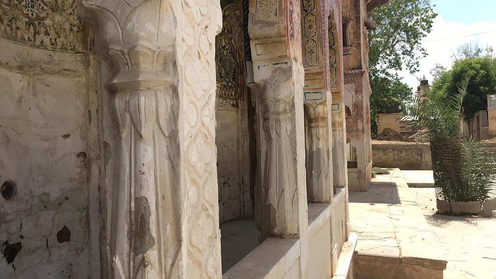 The decorative pillars.