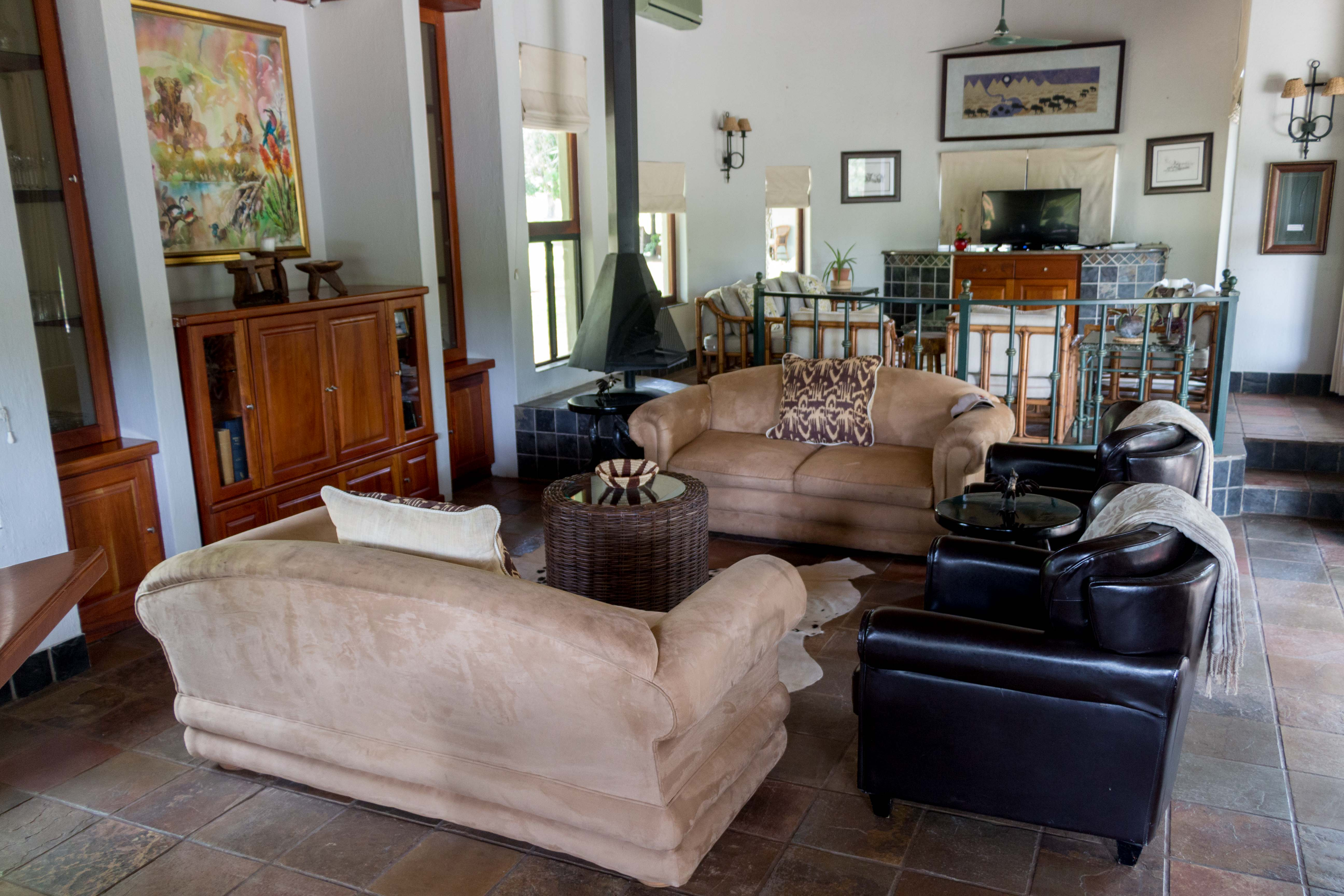 Lounge/TV Room