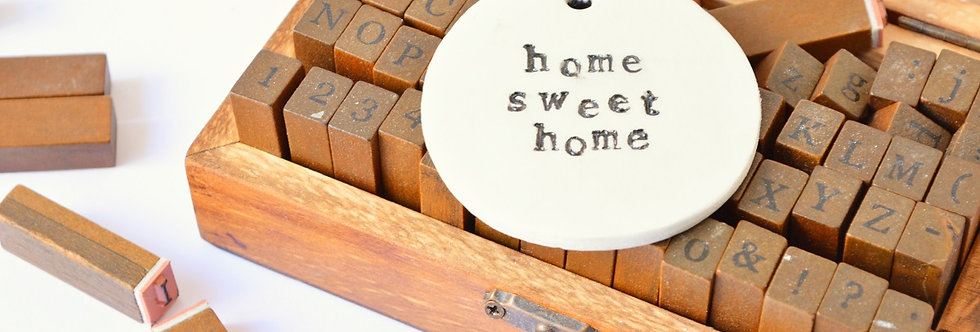 "hanging words ornament: ""home sweet home"""