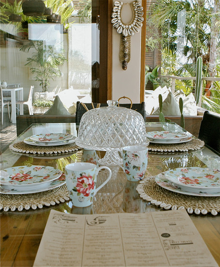Dining table and decorative details