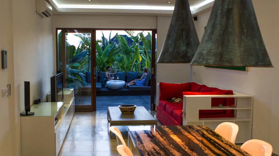 AB VILLA - Dining & living room area