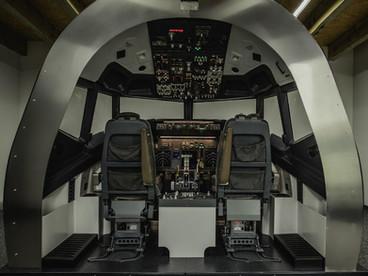 Fixed base B 737 flight simulator. Turnkey FTD for Boeing 737 pilots.