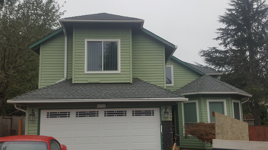 West Linn, Residential Home before reside with James Hardie Siding,Trim,Shake and Belly Bands