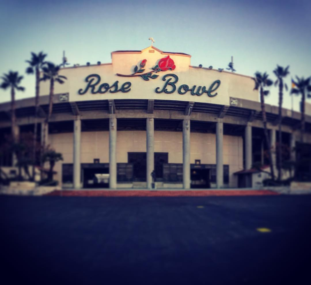 Rose bowl sign
