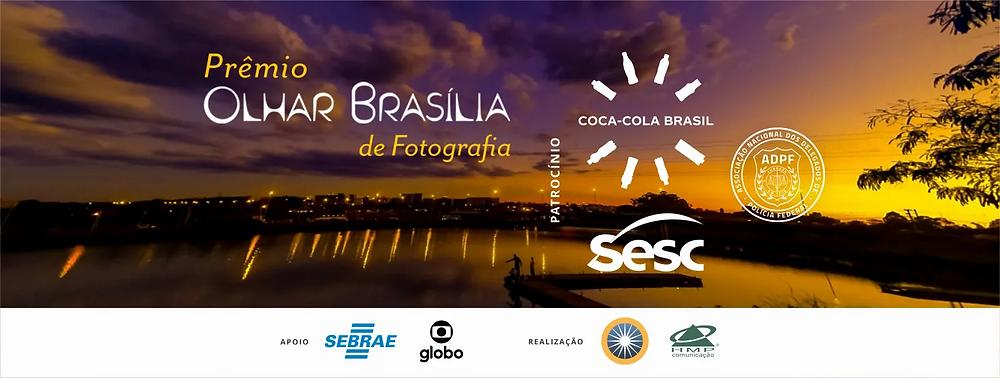 Cartaz do Prêmio Olhar Brasília 2021. Ao fundo uma fotografia do Por do Sol no Lago Paranoá.