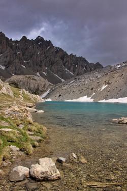 Le lac long du Chambeyron
