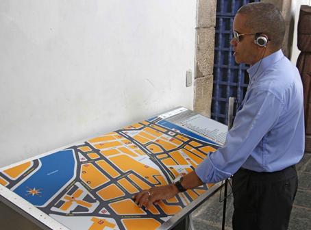 A importância dos mapas táteis para deficientes visuais