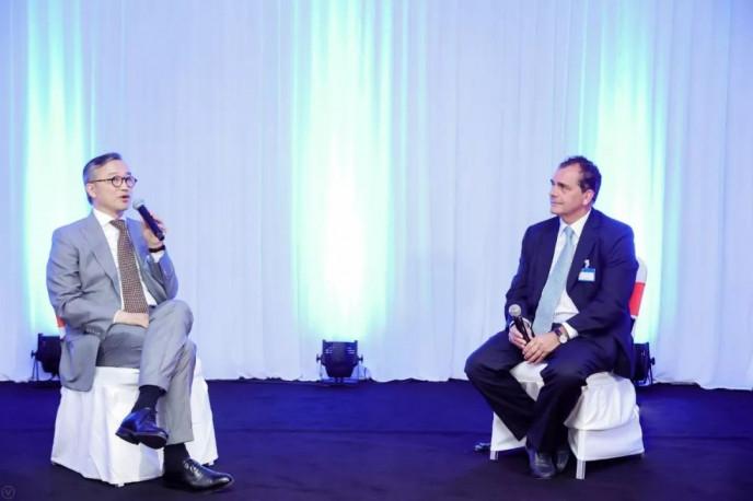 """""""國際會展行業新格局——未來展望和戰略舉措""""高端對話 仲剛先生(左)  亞洲博聞 總裁 Mr. Jime Essink(右)"""