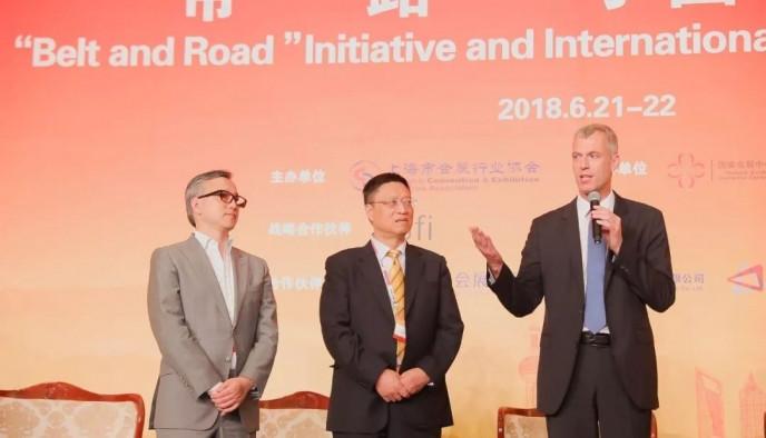 法國國際展覽業協會上海代表處在峰會上正式宣佈成立  UFI亞太區主席、UFI China Club發起人、上海萬耀企龍展覽有限公司總裁 仲剛先生(左)  上海市會展行業協會會長 陳先進先生(中)  UFI 執行總裁 賀庭凱先生 Mr. KaiHattendorf(右)
