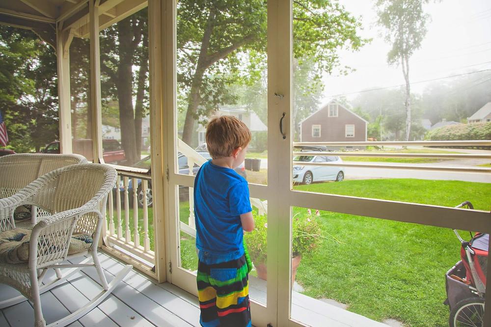 Sur le porche de la maison louée (The Restigouche, Drakes Island, Maine)