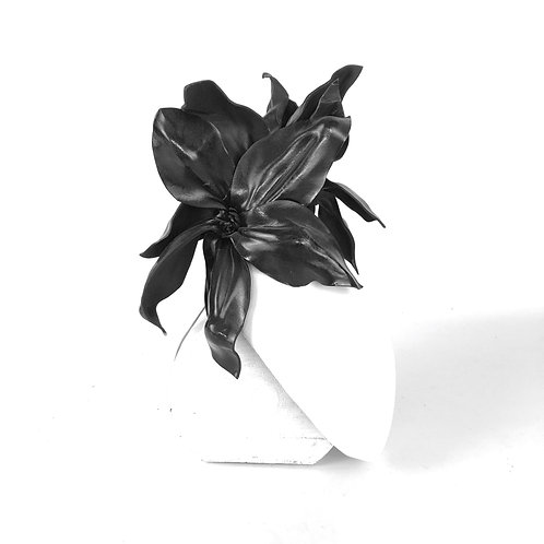 The Star Magnolia Beret (white / black)