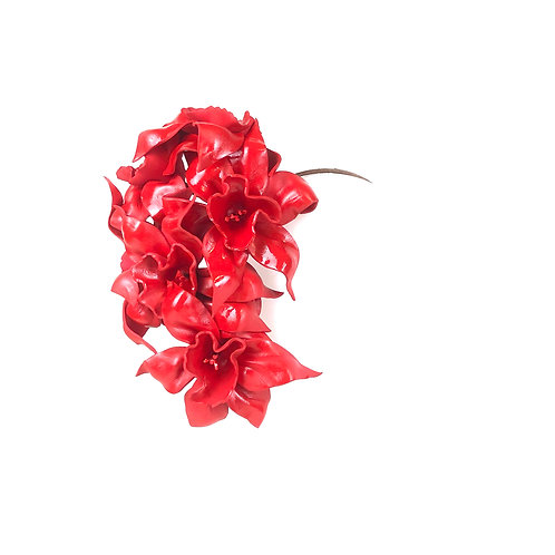 Miss Scarlet  Red Jonquil Garland (low)
