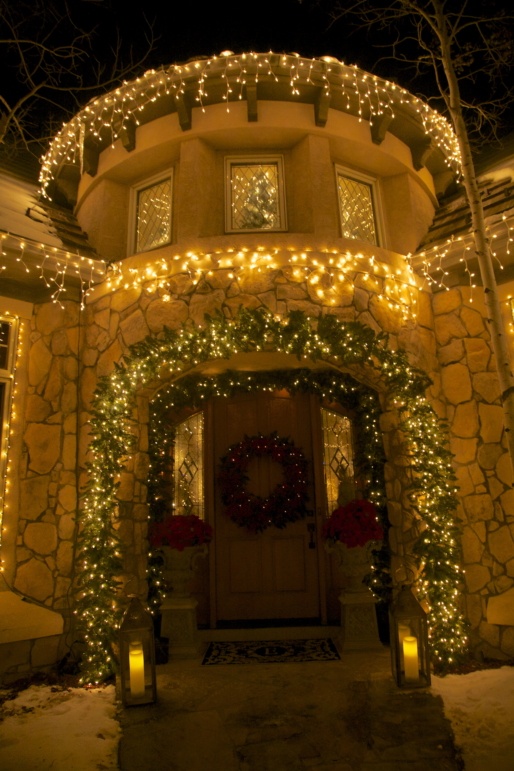 White Christmas, red touches - Party Planner Denver.jpg