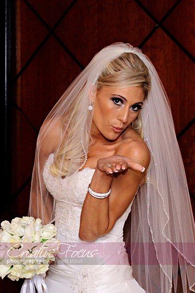 white, burgandy wedding - blowing a kiss - Wedding-planner Denver