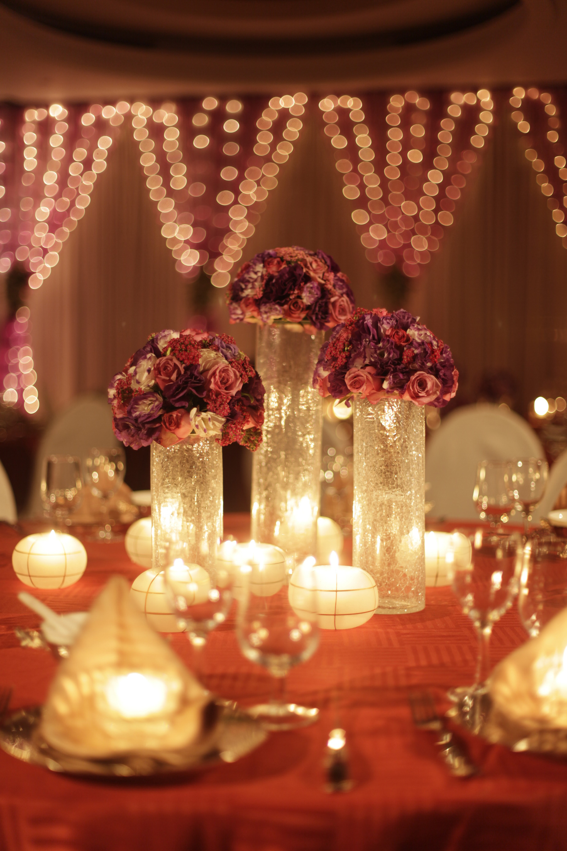 red & gold tablescape