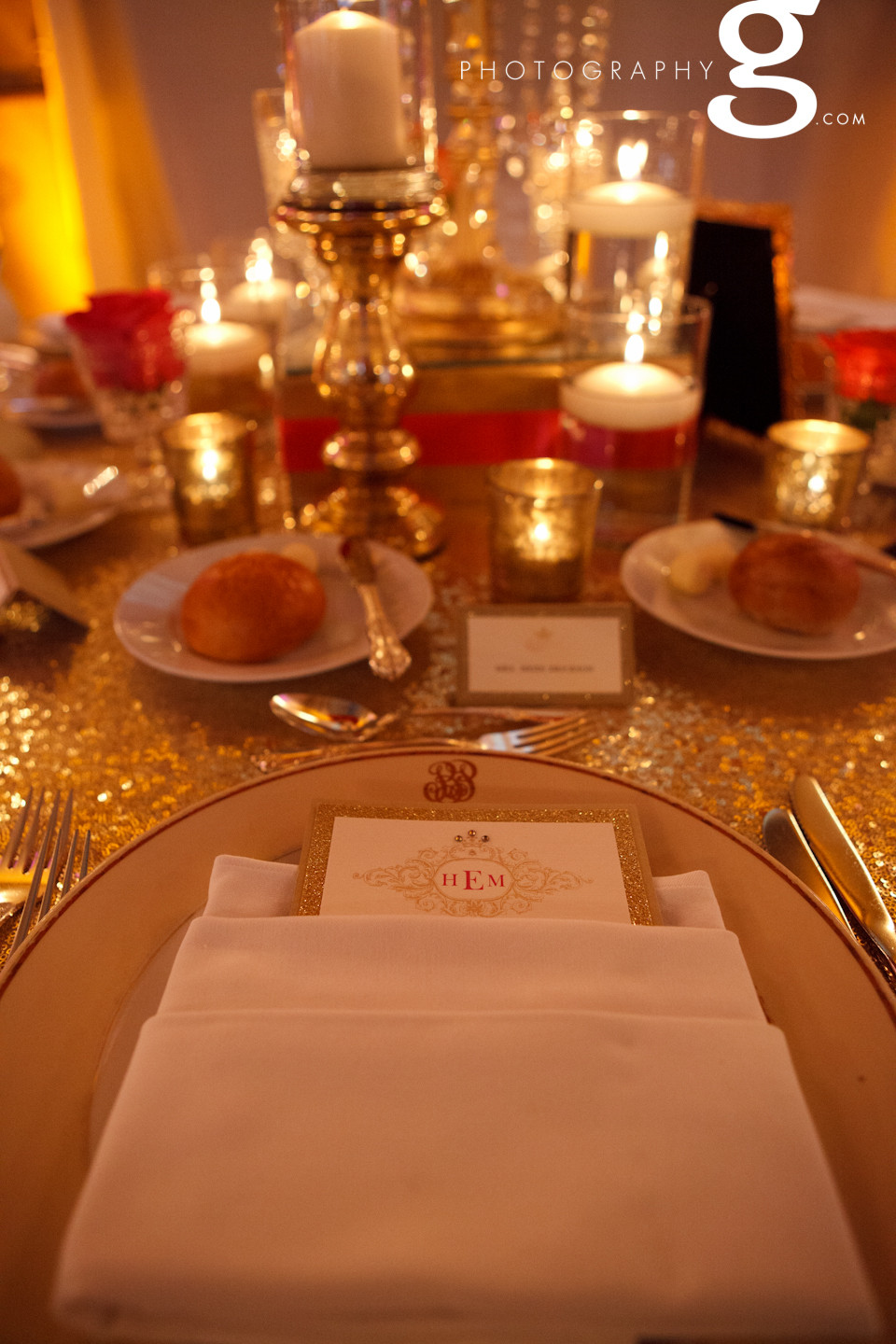 Gold sequins, pink & ivory table scape