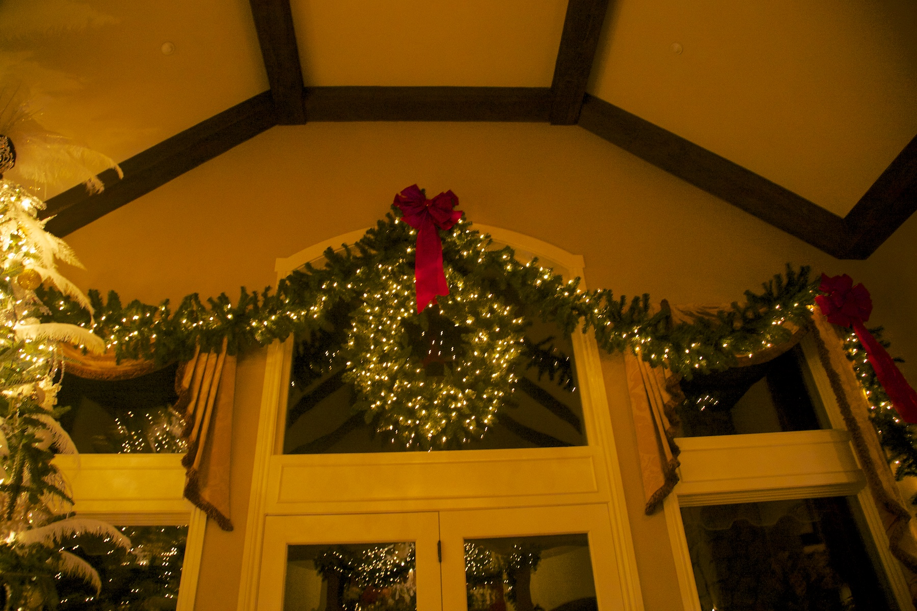 White Christmas, red touches 4 - Party Planner Denver.jpg
