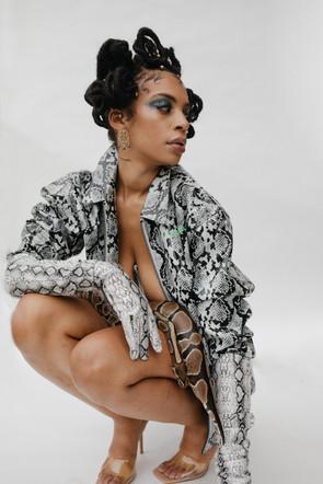 Medusa Noir for Flanelle Magazine⠀ ⠀ Publication @flanellemagazine⠀ Photographer @ohmakeda ⠀ Stylist @kafuiwashere | @mufashdia ⠀ Stylist Assistant @fl0wergirl._⠀ Beauty @a_hairnistacreation | @dopemoood⠀ Jewelry @plutoniablue⠀