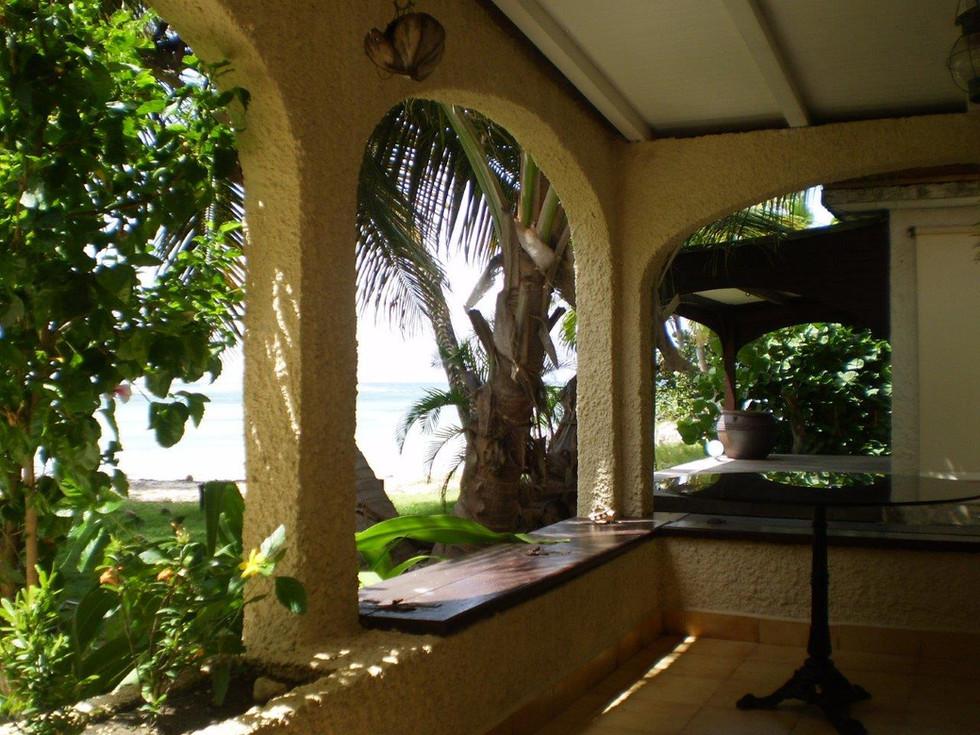 Terrasse vue mer et plage les 3 cocotiers