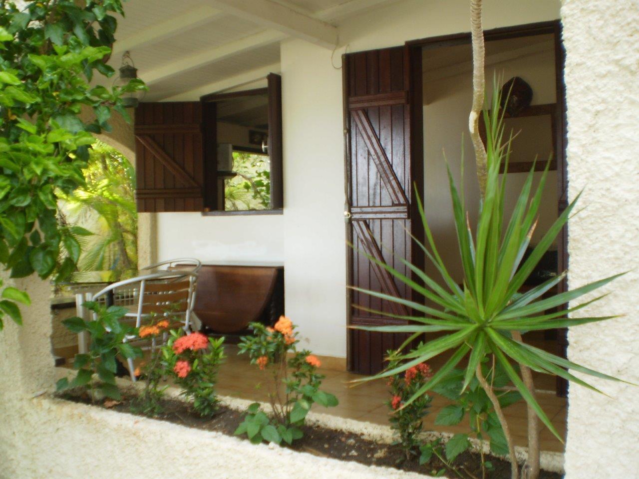 Terrasse entrée les 3 cocotiers