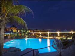 Piscine nuit maganao