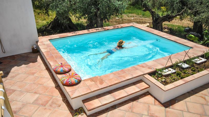 Zwembad met jet