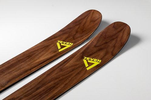 7111 Powder Ski