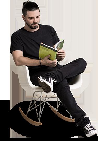 tiago lendo livro neurociencia e educacao.png