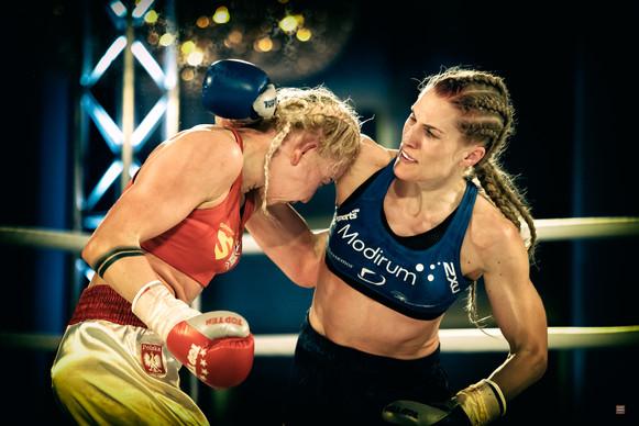 World Champion kickboxing, Thea
