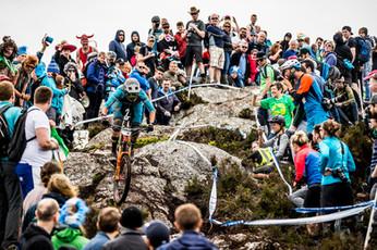 3-So viele Leute standen auch beim Stein bei welchem ich auf dem Rücken lag, hoppala!_Sven
