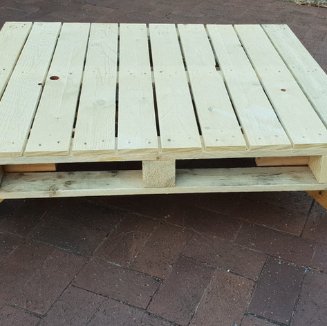 Pallet table $25
