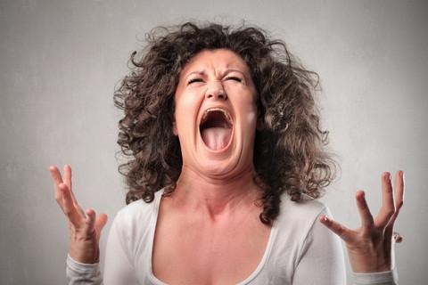 A escleroterapia ou secagem de vasinhos pode causar manchas na pele e piorar o resultado estético