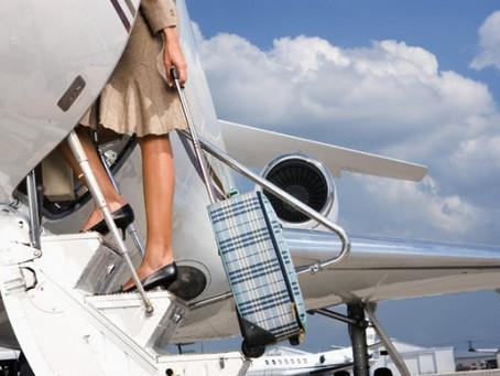 Viajar de avião pode matar? Saiba prevenir a trombose em viagens longas